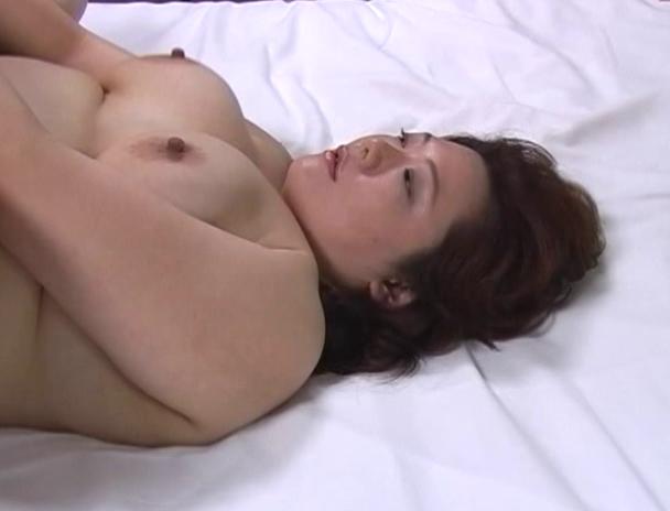 【おっぱい】恥ずかしい性癖を惜しみなく披露している、ど変態セックスが大好きな素人熟女人妻さんたちのおっぱい画像がエロすぎる!【30枚】 27