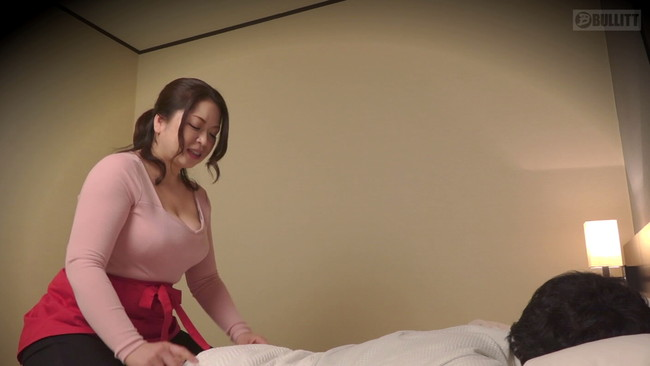 【おっぱい】発情した男に襲われ中出しされる!出張先ホテルで呼んだ熟女マッサージ師さんたちのおっぱい画像がエロすぎる!【30枚】 12