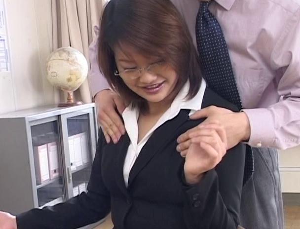 【おっぱい】スーツでメガネ姿が色っぽさを演出して誰もがセックスをしたくなる憧れの女教師たちのおっぱい画像がエロすぎる!【30枚】 20