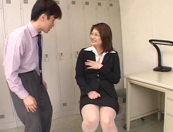 【おっぱい】スーツでメガネ姿が色っぽさを演出して誰もがセックスをしたくなる憧れの女教師たちのおっぱい画像がエロすぎる!【30枚】 28