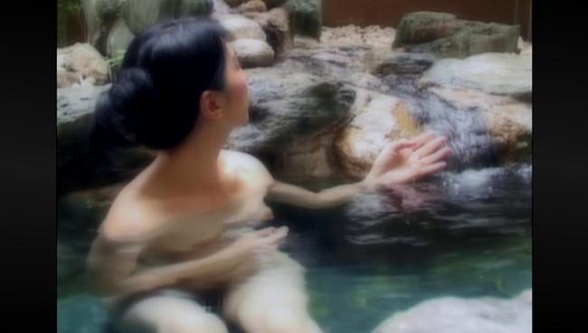 【おっぱい】ひたすら温泉に入りまくるだけの上級者向けフェティッシュAV!温泉に入る美熟女たちのおっぱい画像がエロすぎる!【30枚】 04