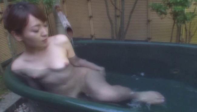 【おっぱい】ひたすら温泉に入りまくるだけの上級者向けフェティッシュAV!温泉に入る美熟女たちのおっぱい画像がエロすぎる!【30枚】 08