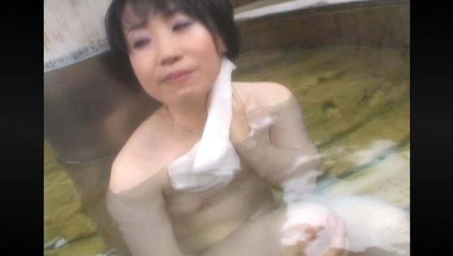 【おっぱい】ひたすら温泉に入りまくるだけの上級者向けフェティッシュAV!温泉に入る美熟女たちのおっぱい画像がエロすぎる!【30枚】 11