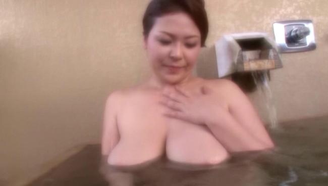 【おっぱい】ひたすら温泉に入りまくるだけの上級者向けフェティッシュAV!温泉に入る美熟女たちのおっぱい画像がエロすぎる!【30枚】 16