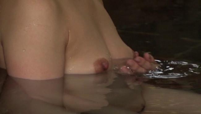 【おっぱい】ひたすら温泉に入りまくるだけの上級者向けフェティッシュAV!温泉に入る美熟女たちのおっぱい画像がエロすぎる!【30枚】 17