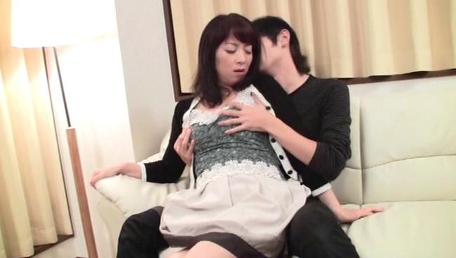 【おっぱい】「ダメッ、中には出さないで!」息子とのセックスに夢中になり、思わず受精してしまった母親たちのおっぱい画像がエロすぎる!【30枚】 07