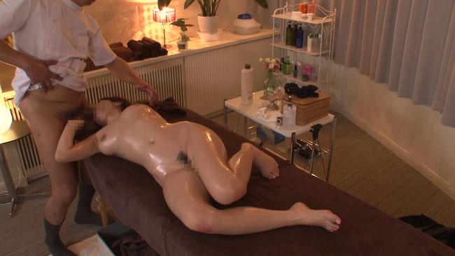 【おっぱい】婚約者の直ぐ側で施術師の膣内マッサージに昇天!ブライダルエステで何度もイっちゃう花嫁さんのおっぱい画像がエロすぎる!【30枚】 06