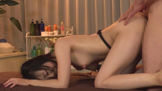 【おっぱい】婚約者の直ぐ側で施術師の膣内マッサージに昇天!ブライダルエステで何度もイっちゃう花嫁さんのおっぱい画像がエロすぎる!【30枚】 27