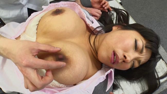 【ムチムチ巨乳】ムチムチ巨乳の女教師のブラウス脱がして乳首吸いまくって寝取っちゃった巨乳女教師のおっぱい画像集w 04