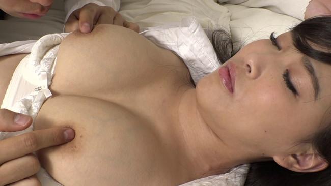 【ムチムチ巨乳】ムチムチ巨乳の女教師のブラウス脱がして乳首吸いまくって寝取っちゃった巨乳女教師のおっぱい画像集w 06