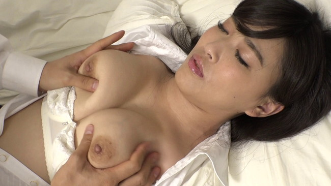 【ムチムチ巨乳】ムチムチ巨乳の女教師のブラウス脱がして乳首吸いまくって寝取っちゃった巨乳女教師のおっぱい画像集w 13