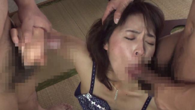 【おっぱい】旦那以外のチ○ポにハマると普段のセックスより盛り上がり方が段違い!尻軽過ぎる人妻さんたちのおっぱい画像がエロすぎる!【30枚】 29