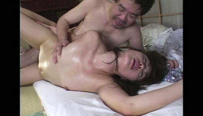 【おっぱい】魅了された息子と禁断近親相姦セックス!快感のツボを知り尽くした美熟女の母親たちのおっぱい画像がエロすぎる!【30枚】 25