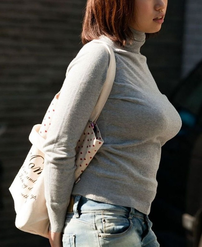 【おっぱい】街中で体のラインをひけらかすかのようなニットの服を着ている女の子たちのおっぱい画像がエロすぎる!【30枚】 18