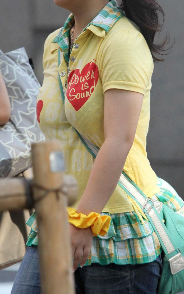 【おっぱい】おっぱいに紐やシートベルトを喰い込ましてパイスラッシュとなっている女の子たちのおっぱい画像がエロすぎる!【30枚】 06