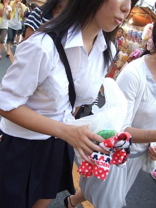 【おっぱい】おっぱいに紐やシートベルトを喰い込ましてパイスラッシュとなっている女の子たちのおっぱい画像がエロすぎる!【30枚】 08