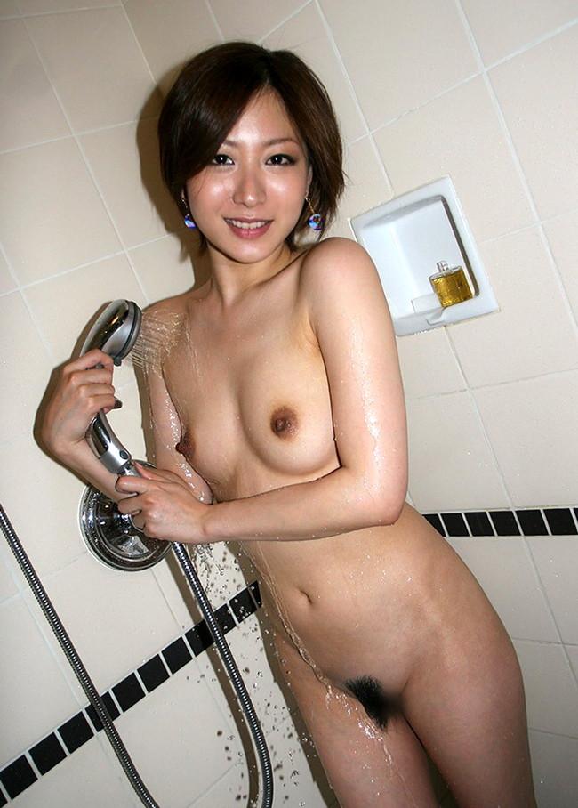 【おっぱい】シャワーを浴びながら魅力的なカラダのラインを見せびらかしちゃっている女の子たちのおっぱい画像がエロすぎる!【30枚】 11