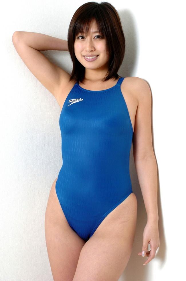 【おっぱい】おっぱいがこぼれ落ちそうなキュウキュウの競泳水着を着こなしちゃう女の子たちのおっぱい画像がエロすぎる!【30枚】