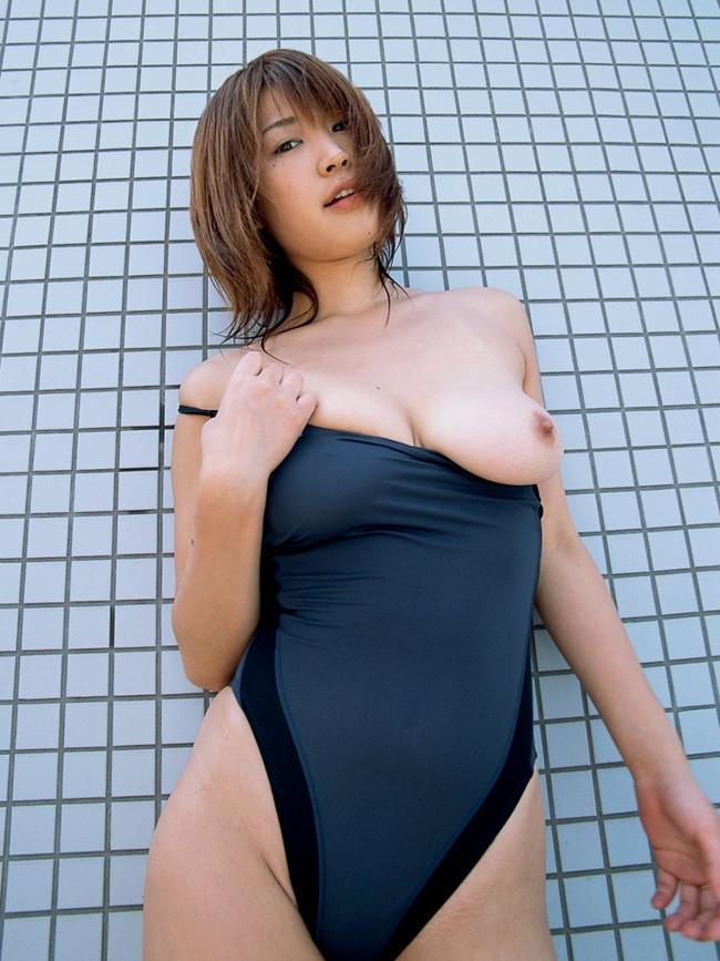 【おっぱい】おっぱいがこぼれ落ちそうなキュウキュウの競泳水着を着こなしちゃう女の子たちのおっぱい画像がエロすぎる!【30枚】 20