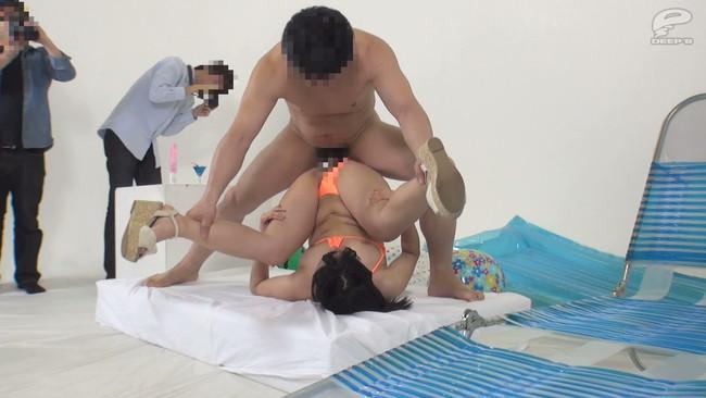 【おっぱい】高額報酬をネタに「固定バイブモデル」に挑戦してもらった巨乳女子大生たちのおっぱい画像がエロすぎる!【30枚】 11