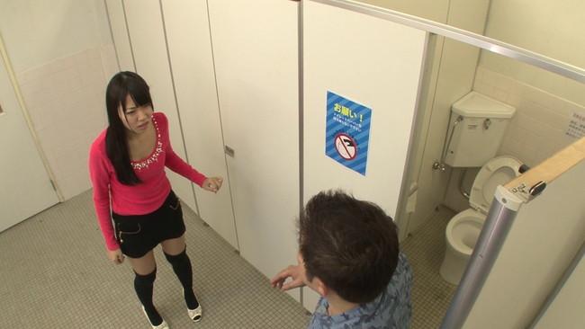 【おっぱい】街の女子トイレが着替えがのぞける穴場スポット!トイレでセックスしちゃう街に繰り出す女子校生たちのおっぱい画像がエロすぎる!【30枚】 03
