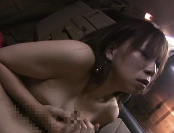 【おっぱい】甘い言葉でナンパ大成功!そのまま大きな車に連れ込んでカーセックスで興奮しちゃっている女の子たちのおっぱい画像がエロすぎる!【30枚】 27