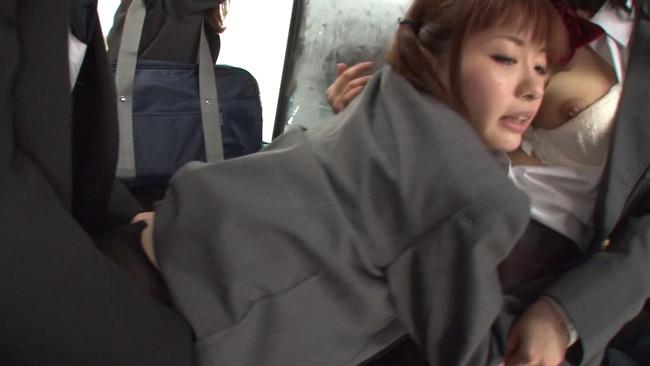 【おっぱい】間違えたフリして女子校通学バスに乗り込んだら発情期の女の子に挟まれてエッチなことしてきた女子校生たちのおっぱい画像がエロすぎる!【30枚】 30