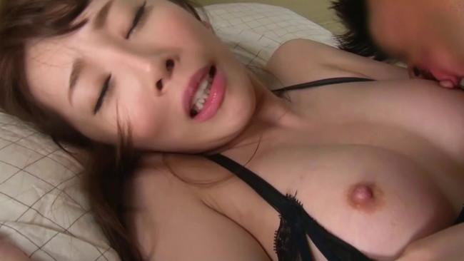 【てマン】高速手マンやピストンしてバイブも使ったらおっぱい晒して乳首勃起させてる痴女のおまんこから大量のアクメ汁が潮吹きしちゃった件ww 24