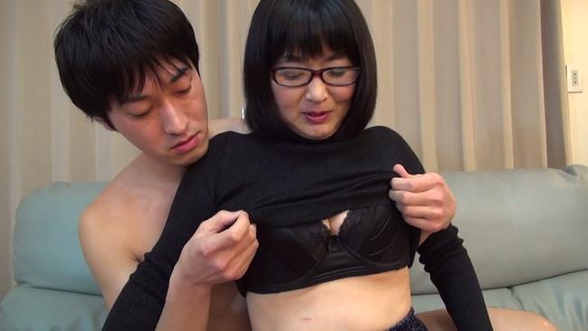 【おっぱい】最近の熟女さんたちは普通のセックスじゃ満足できない!縛られ喘ぐ四十路眼鏡熟女さんたちのおっぱい画像がエロすぎる!【30枚】 14