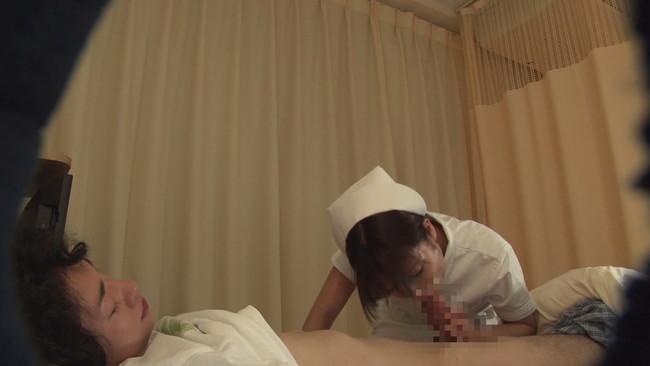 【おっぱい】病院に入院してカラダを張って潜入調査!ヤラせてくれるという噂の美人看護師さんたちのおっぱい画像がエロすぎる!【30枚】 13