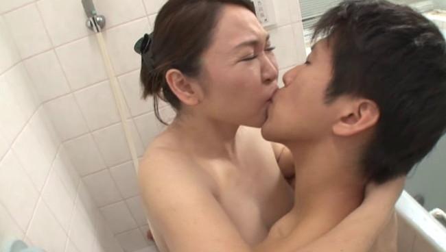 【おっぱい】湯けむりに漂う愛液の香りと石鹸の匂いに交じりお風呂場に喘ぎ声がこだまする熟女さんたちのおっぱい画像がエロすぎる!【30枚】 21