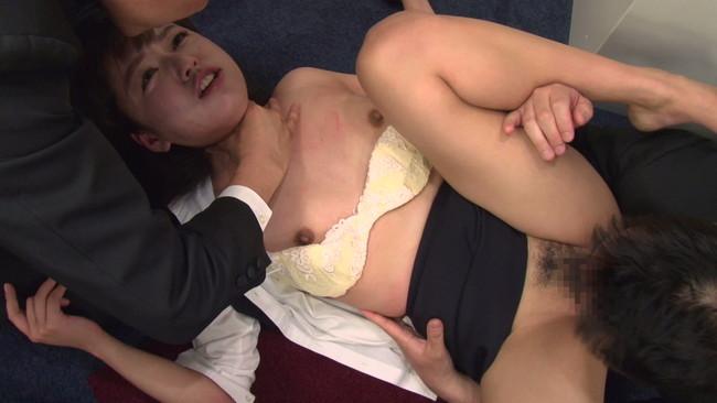 【おっぱい】AV女優になるためにはなり振り構っていられない!公開面接でセックスを披露しちゃっている素人の女の子のおっぱい画像がエロすぎる!【30枚】 17