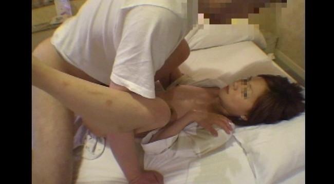 【おっぱい】素人投稿サイトにセックスしまくりの動画をアップしちゃうド変態でパイパンな素人娘たちのおっぱい画像がエロすぎる!【30枚】 19