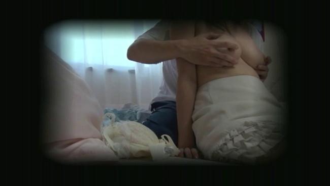 【おっぱい】在宅介護ヘルパーが小遣い稼ぎで流出させた子離れできない高齢の母と息子の近親相姦交尾画像がエロすぎる!【30枚】 25