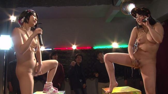 【おっぱい】オマ○コくぱくぱぁ淫語マンビラレズバトル!マンビラ開閉しながら淫語マイクパフォーマンス対決する女の子のおっぱい画像がエロすぎる!【30枚】 16