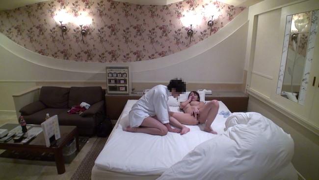 【おっぱい】ラブホテルから流れ出てきた禁断の映像!不倫を楽しむハイテンション人妻さんたちのおっぱい画像がエロすぎる!【30枚】 07