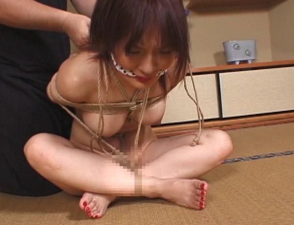【おっぱい】「一番恥ずかしい緊縛」と口々に言う胡坐縛りでなんだか感じちゃっている女性たちのおっぱい画像がエロすぎる!【30枚】 20