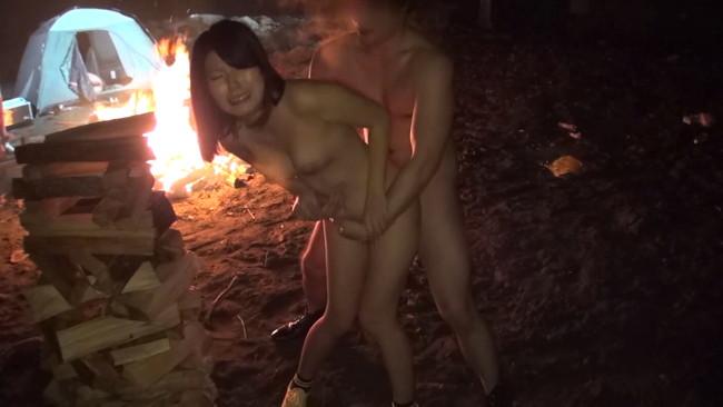 【おっぱい】夏だ!キャンプだ!セックスだ!野外で自由奔放に若気の至りでエロ全開でヤリまくってる素人女性たちのおっぱい画像がエロすぎる!【30枚】 24