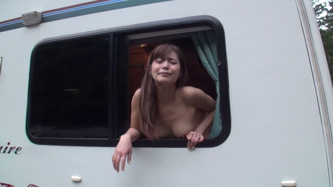 【おっぱい】夏だ!キャンプだ!セックスだ!野外で自由奔放に若気の至りでエロ全開でヤリまくってる素人女性たちのおっぱい画像がエロすぎる!【30枚】 27