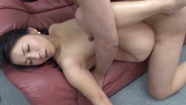 【おっぱい】セックスレス、マン舐め経験ゼロ、超恥ずかしがり…AVに応募してきた色々な熟女人妻さんのおっぱい画像がエロすぎる!【30枚】 13