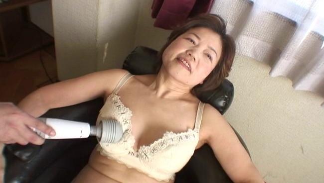 【おっぱい】電マを使ったら日本一!悶絶絶叫オナニー、そしてセックスをしちゃう熟女さんたちのおっぱい画像がエロすぎる!【30枚】 09