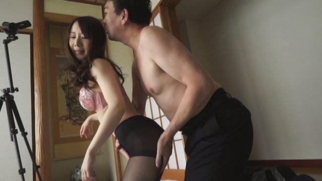 【おっぱい】旦那以外の男性に寝取られてそれを撮影されてまた旦那と見て興奮が止まらない人妻さんたちのおっぱい画像がエロすぎる!【30枚】 28