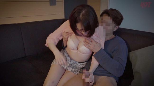【おっぱい】母親とセックスがしたくてリゾートホテルに誘い出した息子の勃起に欲情した母親たちのおっぱい画像がエロすぎる!【30枚】 05