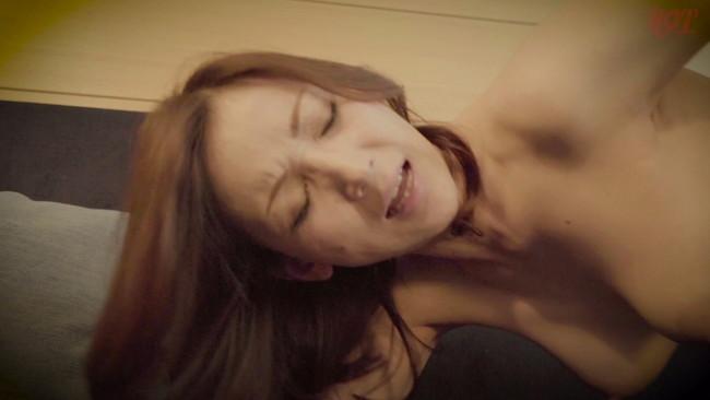 【おっぱい】母親とセックスがしたくてリゾートホテルに誘い出した息子の勃起に欲情した母親たちのおっぱい画像がエロすぎる!【30枚】 08