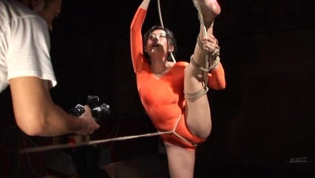 【おっぱい】全裸に下着にレオタードに!緊縛プレイで縛り上げられて吊るし上げられちゃっている女の子たちのおっぱい画像がエロすぎる!【30枚】 20