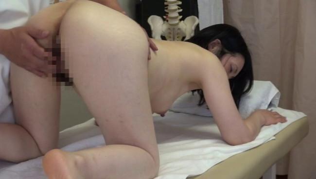 【おっぱい】悪徳整体治療院での猥褻施術を受け入れてしまって本気でイキまくっている女性たちのおっぱい画像がエロすぎる!【30枚】 28