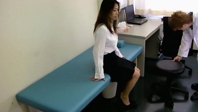 【おっぱい】診察にきたら悪徳医師から麻酔をかけられ昏睡状態で行為に及ばれた女性患者たちのおっぱい画像がエロすぎる!【30枚】 11