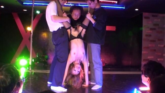 【おっぱい】衣装を脱ぎカラダをあらわにするダンサーに客席から歓声!ストリップショーを盛り上げる女の子たちのおっぱい画像がエロすぎる!【30枚】 01
