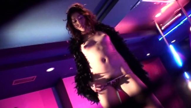 【おっぱい】衣装を脱ぎカラダをあらわにするダンサーに客席から歓声!ストリップショーを盛り上げる女の子たちのおっぱい画像がエロすぎる!【30枚】 15