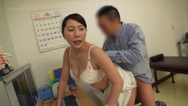 【おっぱい】性欲処理外来に来る男性患者を優しくセックスで治療する選りすぐりの美人看護師たちのおっぱい画像がエロすぎる!【30枚】 15